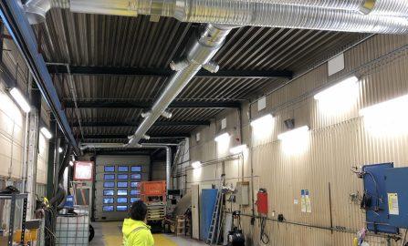 Balansert ventilasjonsanlegg til administrasjonsbygg og vaskehall - verkstedshall. Montering av Dantherm varmluftsaggregat